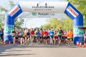 SaskMarathon2015-J1D21017 NEW START LINE SHOT-min